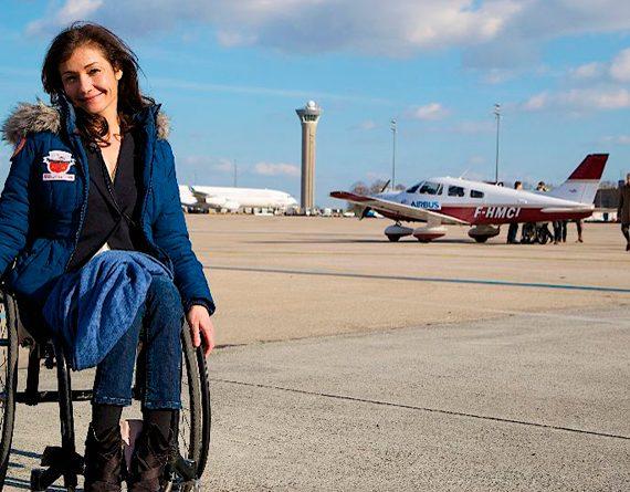 Dorine Bourneton, première femme paraplégique à devenir pilote de voltige