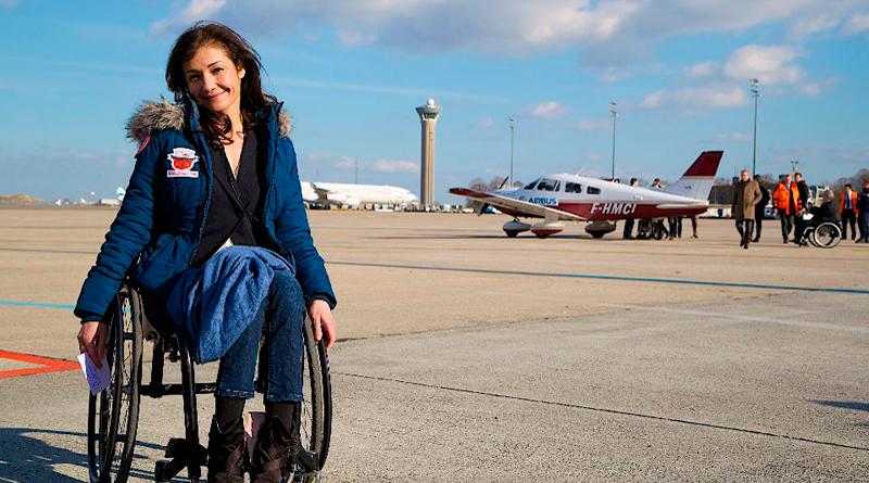 Paraplégique depuis ses 20 ans, Dorine Bourneton est devenue la première femme pilote de voltige
