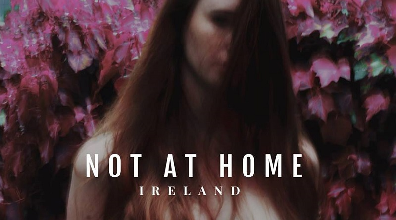 """L'exposition """"Not At Home"""" vous fait revivre le périple des Irlandaises parties avorter à l'étranger"""